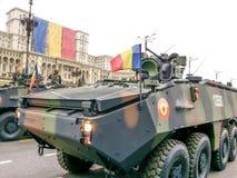 Vehículo rumano de la guerra con el soldado Foto de archivo