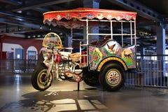 Vehículo rural indio colorido del vintage Imagenes de archivo