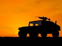 Vehículo sobre puesta del sol Foto de archivo