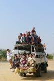 Vehículo sobrecargado en Myanmar fotografía de archivo