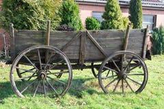 Vehículo traído por caballo viejo Foto de archivo libre de regalías