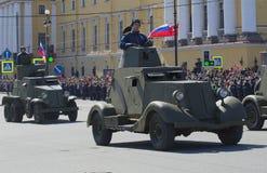 Vehículos blindados soviéticos durante la gran guerra patriótica en el desfile en honor del día de la victoria St Petersburg Imagenes de archivo