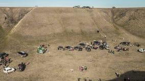 Vehículos campo a través de la visión aérea una reunión sobre competencias aficionadas cerca de la ciudad Shymkent, Kazajistán ti metrajes