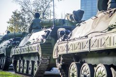 Vehículos de lucha de la infantería de las fuerzas armadas de arma servias Fotos de archivo libres de regalías