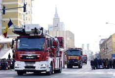 Vehículos del bombero en un día nacional en Zalau, Rumania imagen de archivo libre de regalías