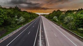 Vehículos en lapso de tiempo rural de la autopista metrajes
