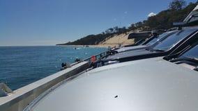 ¡Vehículos en un barco grande! Imagen de archivo libre de regalías