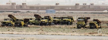 Vehículos militares viejos en Gardez en Afganistán fotos de archivo libres de regalías