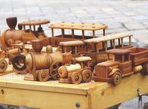 Vehículos modelo de madera fotografía de archivo