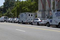 Vehículos policiales alineados Fotos de archivo libres de regalías