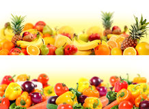 Vehículos y composición de la fruta fotografía de archivo libre de regalías