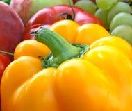 Vehículos y fruta coloridos Fotos de archivo