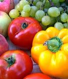 Vehículos y fruta coloridos Imagen de archivo libre de regalías