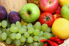 Vehículos y frutas Foto de archivo libre de regalías