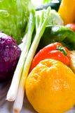 Vehículos y frutas Imagen de archivo