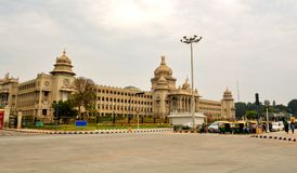 Vehicles wating of traffic signl in front of Vidhana Soudha the state legislature building in Bangalore, India stock photos