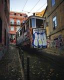 Vehicular elevator i Lissabon, Portugal arkivfoton