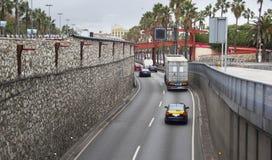 Vehicular trafik på vägen Arkivfoto