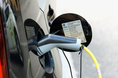 Veicolo con un motore elettrico Automobile di Eco fotografia stock libera da diritti