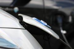 Veicolo con un motore elettrico Automobile di Eco immagini stock libere da diritti