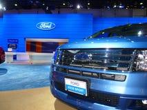 Veicolo del bordo del Ford su visualizzazione fotografia stock libera da diritti