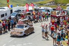 Veicolo di Banette in alpi - Tour de France 2015 Fotografia Stock
