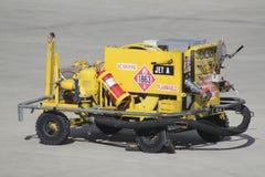 Veicolo di rifornimento di carburante dell'aeroplano Fotografie Stock Libere da Diritti