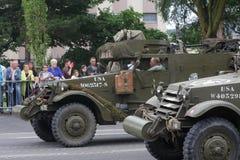 Veicolo militare americano della seconda guerra mondiale che sfoggia per la festa nazionale del 14 luglio, Francia Immagine Stock