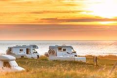 Veicolo ricreativo al tramonto Norvegia, Europa fotografia stock