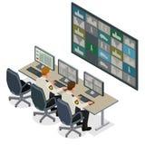 Veiligheidsagent die op het videoveiligheidssysteem van het controletoezicht letten Bemant in Controlekamer Controlerend Veelvoud Stock Foto