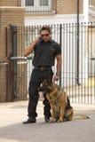 Veiligheidsagent op de radio stock afbeeldingen