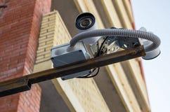 Veiligheidscamera bij de bouw van achtergrond stock afbeelding
