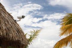 Veiligheidscamera op dak royalty-vrije stock afbeelding