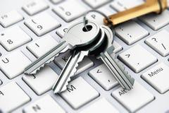 Veiligheidsconcept: sleutels op laptop toetsenbord Royalty-vrije Stock Foto