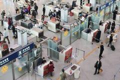 Veiligheidscontrole bij de Hoofd Internationale Luchthaven van Peking Stock Fotografie