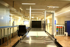 Veiligheidscontrolepunt bij de luchthaven Stock Afbeelding