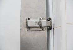 Veiligheidsklink of gesloten deuren in flatgebouw met koopflats Royalty-vrije Stock Afbeelding
