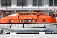 Veiligheidsreddingsboot op dek royalty-vrije stock afbeeldingen