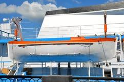 Veiligheidsreddingsboot op schipdek royalty-vrije stock afbeelding
