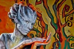 Veille de la toussaint Dragon de femme d'imagination sur la rue Photo libre de droits