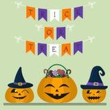 Veille de la toussaint heureuse Au centre est un potiron avec des bonbons et des sucreries Deux potirons dans les chapeaux d'une  illustration stock
