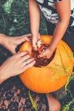 Veille de la toussaint Jack-o-lanterne potiron effrayant avec un sourire photographie stock