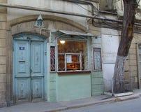 _ _ Veiw av stadsgator Bakalea shoppar gammal stad Arkivfoton
