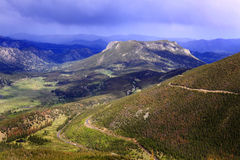Veiw della montagna che osserva giù immagine stock libera da diritti