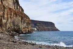 Veja abaixo dos penhascos de Gran Canaria no Oceano Atlântico largo foto de stock
