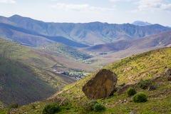 Veja através da palma de Las das Ilhas Canárias de Fuerteventura das montanhas Foto de Stock Royalty Free