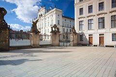 Veja em arcebispos Palácio do primeiro pátio de Praga Ca Foto de Stock