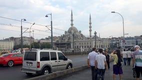 Veja a mesquita de Eminonu da ponte de Galata em Istambul Fotos de Stock