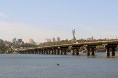 Veja na casa a mãe e a ponte Paton Imagem de Stock Royalty Free