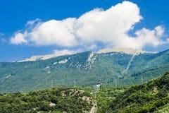Veja no cumes das montanhas perto de Malcesine, Itália fotos de stock royalty free
